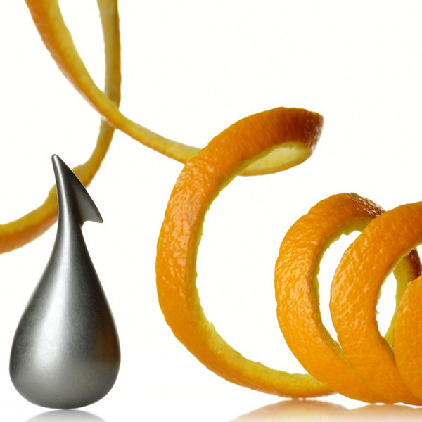 Alessi-apostrophe-orange-peeler close